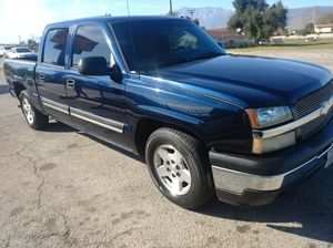 2005 Chevy Silverado clean title for Sale in Rialto, CA