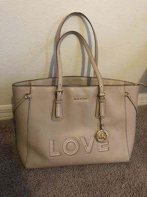 AUTHENTIC MICHAEL KORS NUDE PURSE HANDBAG for Sale in Tampa, FL
