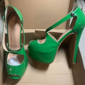 """Green Patent faux leather size 10, 6"""" heel, worn once for Sale in Philadelphia, PA"""