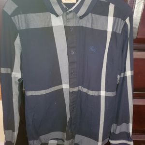 Burberry shirt dark navy blue for Sale in Paramount, CA