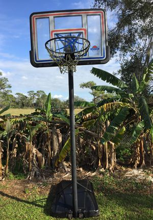 Basketball hoop for Sale in Ruskin, FL