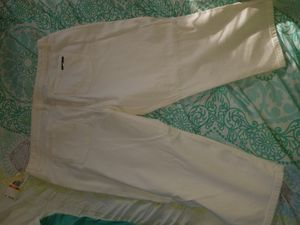 Michael Kors white capris jeans for Sale in St. Louis, MO