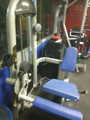 GYM SEATED LEG CURL EXCERCISE MACHINE for Sale in Los Angeles, CA