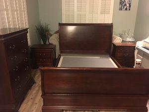 Bedroom Set - 4 Piece - Queen Bed for Sale in Gilbert, AZ