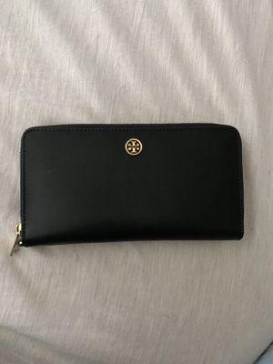 Tory Burch Robinson zip wallet for Sale in Seattle, WA