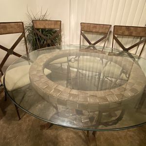 Round Kitchen Table for Sale in Fresno, CA
