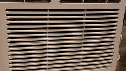 Frigidaire Window Ac Unit 5000 BtU for Sale in Vancouver,  WA