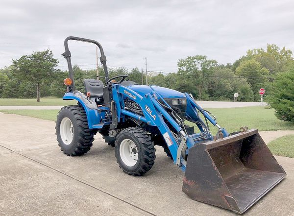 2OO3*New Holland//TC18 Compact Tractor