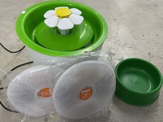 Cat water fountain, Food Bowl, Pillow and Bed for Sale in Queens,  NY