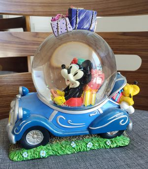 Disney Mickey & Minnie in car Musical Snowglobe water snow globe collectible statue for Sale in Fullerton, CA