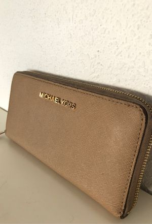 Micheal Kors Wallet for Sale in Pico Rivera, CA
