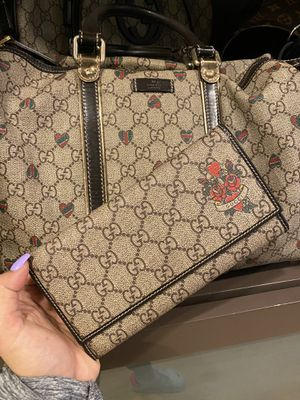 GUCCI TATTOO HEARTS PURSE AND WALLET for Sale in Seattle, WA