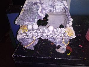 Fish tank decor for Sale in Las Vegas, NV