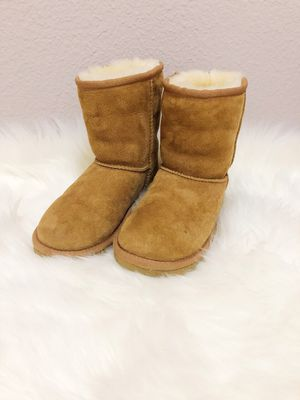 UGG K Classic Chestnut Boots for Sale in Frisco, TX