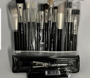 Mac Cosmetics Makeup Brushes for Sale in Seattle, WA