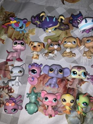 Lps and accessories for trade<3 for Sale in Fresno, CA