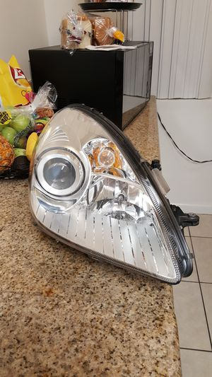 Mercedes Benz SLK Xenon OEM Passenger Side Headlight (NEW) 2005 - 2011 for Sale in Los Angeles, CA