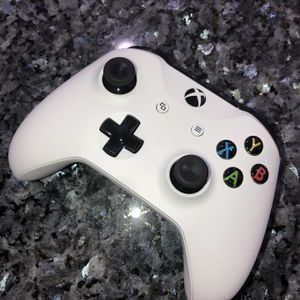 Xbox One Wireless Controller for Sale in Hialeah, FL