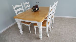 DINING TABLE WITH 4 CHAIRS. MESA for Sale in Lawrenceville, GA