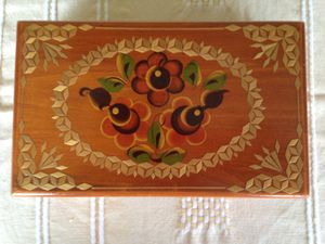 Beautiful Collectible wooden box for Sale in Delray Beach, FL