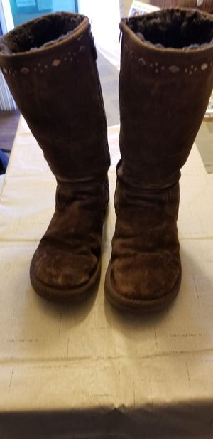 Limited edition UGG boots chocolate brown size 6 for Sale in San Diego, CA