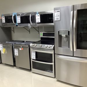 Refrigerator Stove Dishwasher Microwave for Sale in Hollywood, FL