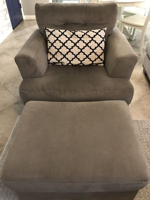 Chair, ottoman, and pillow combo for Sale in Fresno, CA