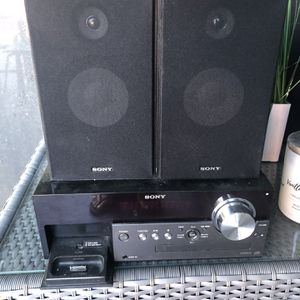 Equipo de Musica Con Bocinas, ipod Spot,radio Etc for Sale in Miami, FL