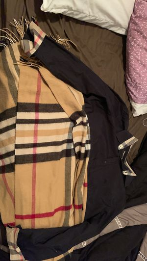 Burberry shirt XXXL and scarf for Sale in Clearwater, FL
