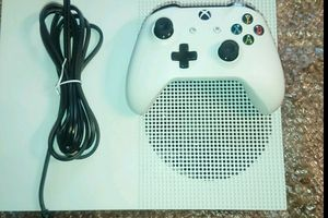 Xbox One S 1tb with controller and rechargeable battery kit great condtion for Sale in Washington, DC