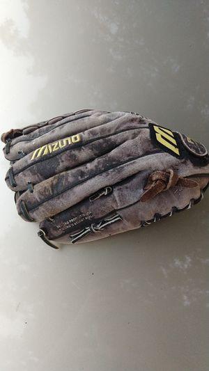Baseball glove for Sale in Moundridge, KS
