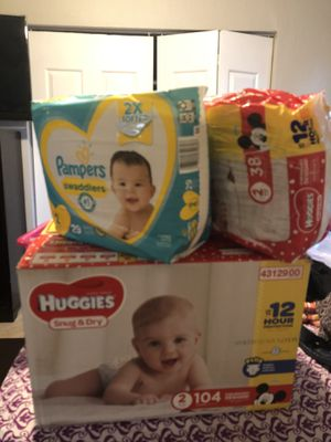 Huggies & pampers size 2 for Sale in Miami Gardens, FL