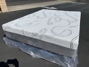 Queen Size Cooling Gel Memory Foam Mattress! for Sale in Moreno Valley, CA
