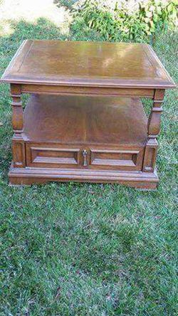 Vintage Large Side/ Center Table for Sale in Lorain,  OH