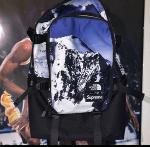 North face x supreme backpack for Sale in Arlington, TX
