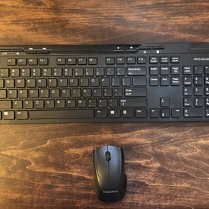Insignia Wireless Bluetooth Keyboard And Mouse Like New for Sale in Emerson, NJ