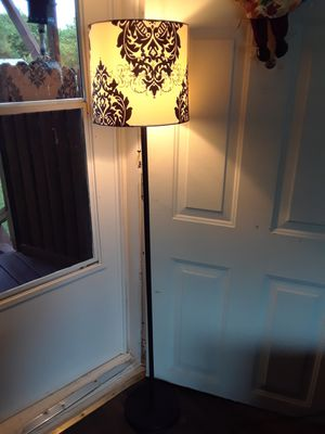 Beautiful 4 ft. Floor lamp in good condition, 30. for Sale in Princeton, TX