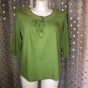 Women's size 2x green 3/4 length sleeve button shirt for Sale in Saint Albans, WV