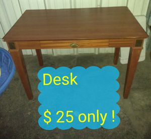 Desk (price on the picture!) for Sale in Las Vegas, NV