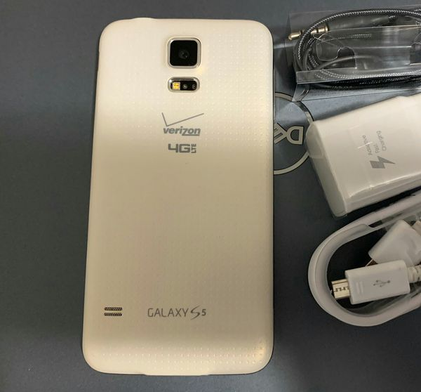 SAMSUNG Galaxy S5, UNLOCKED...Perfect Condition..Like New. Negotiable Price.