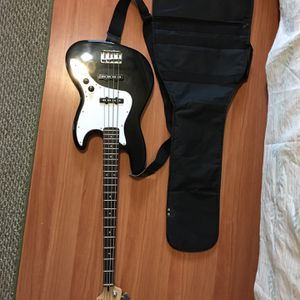 Fender Bass Guitar for Sale in Waterbury, CT