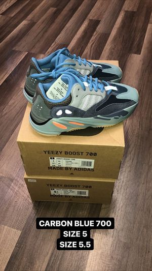 ADIDAS YEEZY 700 CARBON BLUE for Sale in Los Angeles, CA