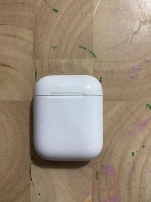 Older version AirPod case lost the pods for Sale in Walnut Creek, CA