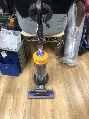 Dyson ball multi floor vacuum for Sale in Cabazon, CA