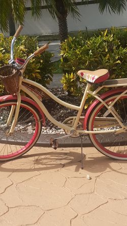 "Huffy 26"" Panama Jack Women's Cruiser Bicycle for Sale in Hialeah,  FL"