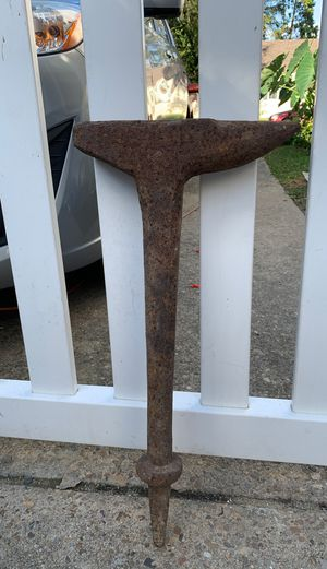 Free antique Anvil for Sale in Norfolk, VA