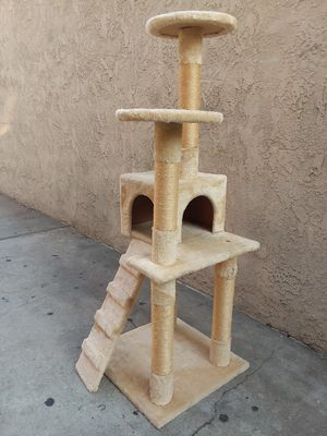 "52"" TALL CAT TREE for Sale in Whittier, CA"