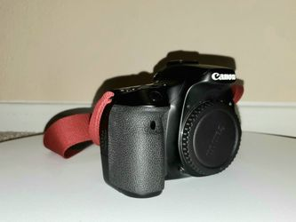 Canon EOS 70D DSLR Camera (Body Only) With Battery, Charger & Strap for Sale in Houston,  TX