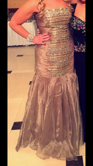 Stunning evening dress any occasion homecoming for Sale in Sterling Heights, MI