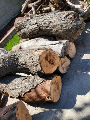 FREE WOOD for Sale in Fontana, CA